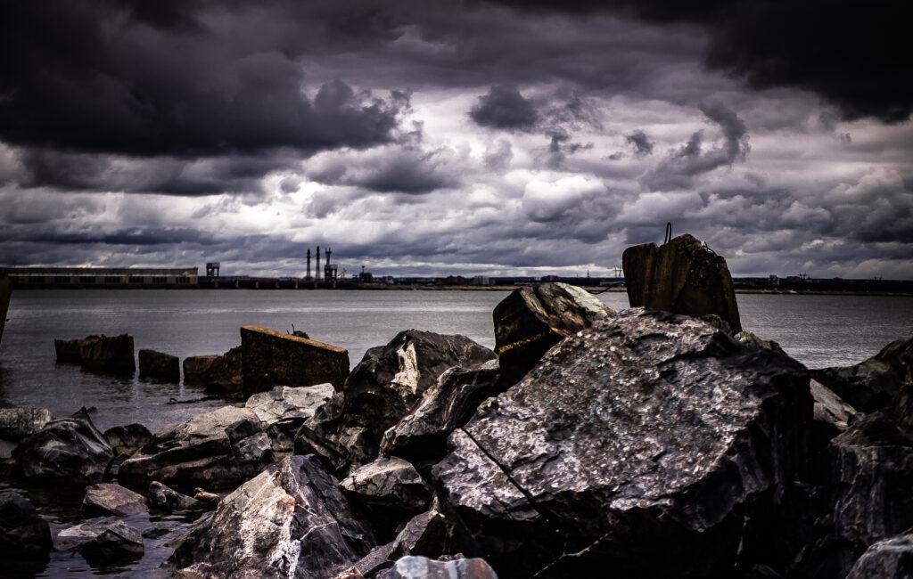 Море. Камни. Облака